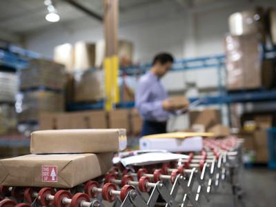 Etikettierlösungen für die Getränkeindustrie von der Logopak Systeme GmbH & Co KG