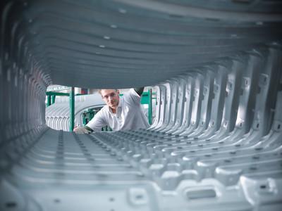 Etikettierlösungen für die Automobilindustrie von der Logopak Systeme GmbH & Co KG