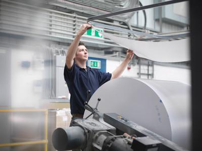 Etikettierlösungen für die Papierindustrie on der Logopak Systeme GmbH & Co KG